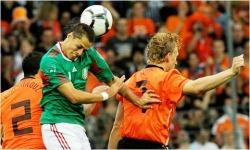 Javier 'Chicharito' Hernandez scores for Mexico