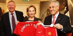 Sir Alex Ferguson with Chile's first lady Cecilia Morel and Chile president Sebastian Pinera